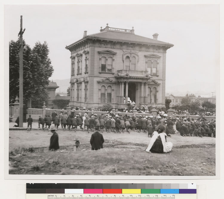 Mass on 17th St. after 1906 Earthquake